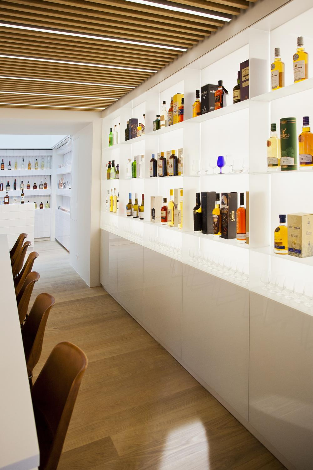 MAISON-DU-WHISKY-AGENCEMENT-TCE-ATELIERS-NORMAND-MEDIA6- DECORATION-MAGASIN-SHOP-FITTINGS