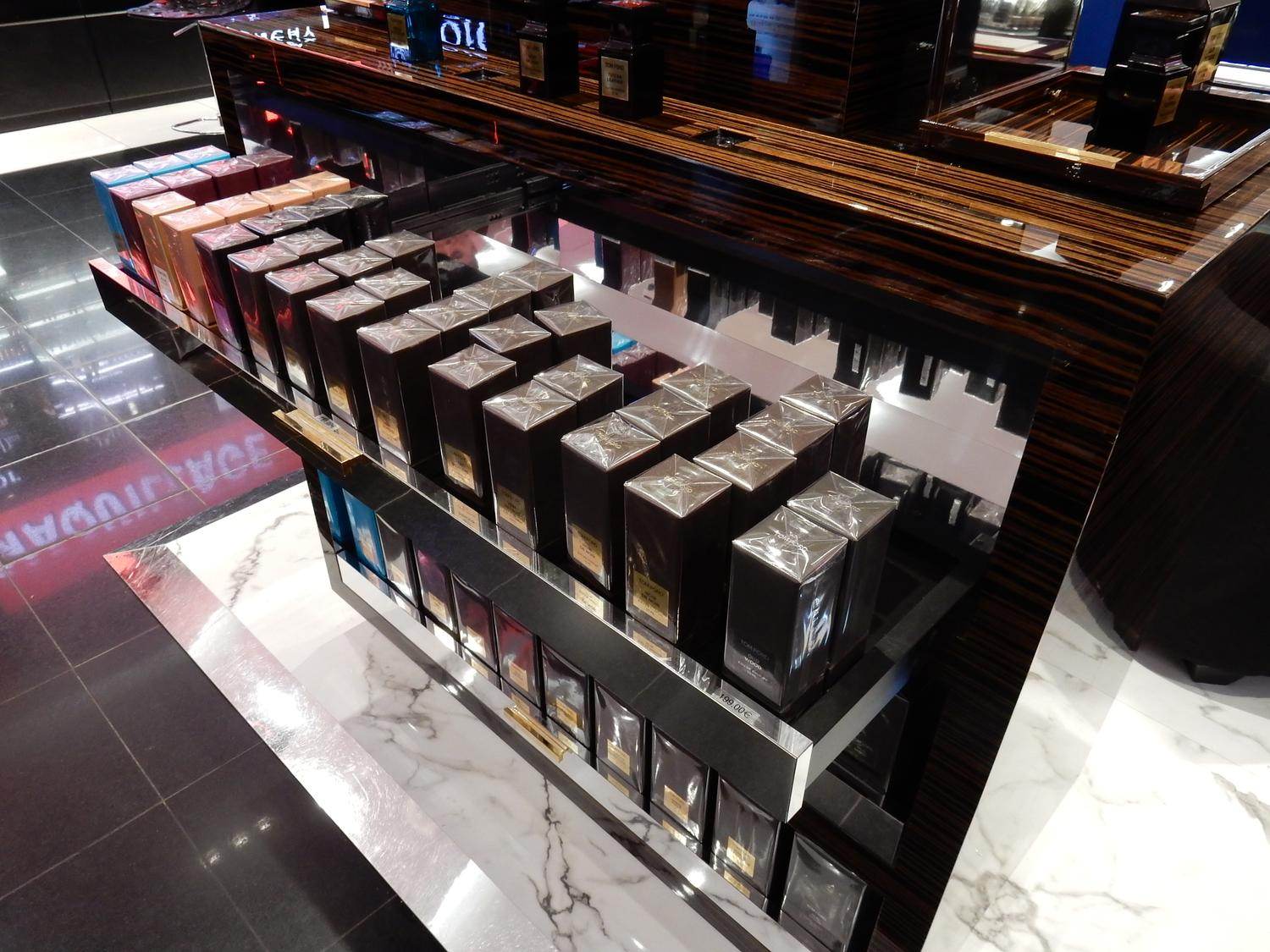 plv temporaire parfums tom ford