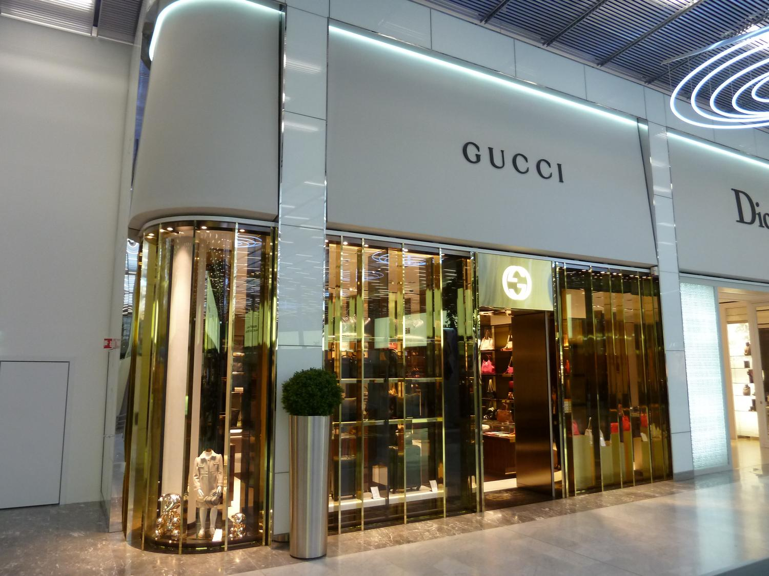 aménagement boutique Gucci travel retail-MEDIA6