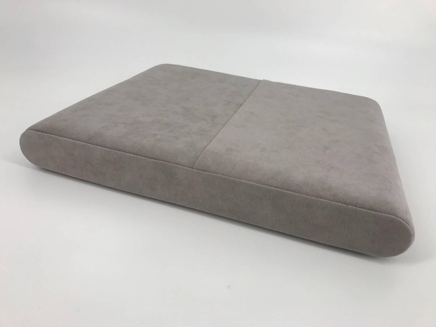 support de pr sentation dior. Black Bedroom Furniture Sets. Home Design Ideas