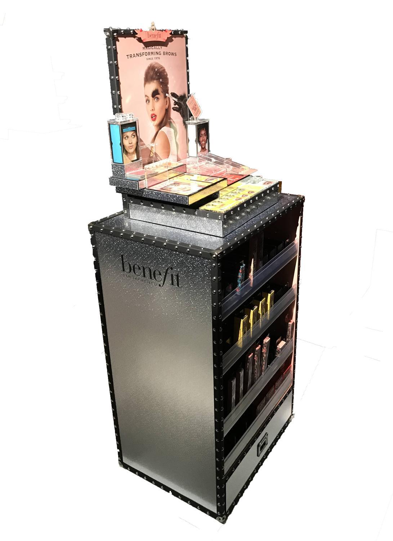 finest prsentoir de sol benefit media plv permanente with meuble tof. Black Bedroom Furniture Sets. Home Design Ideas
